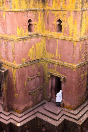 solitary prayer - lalibela