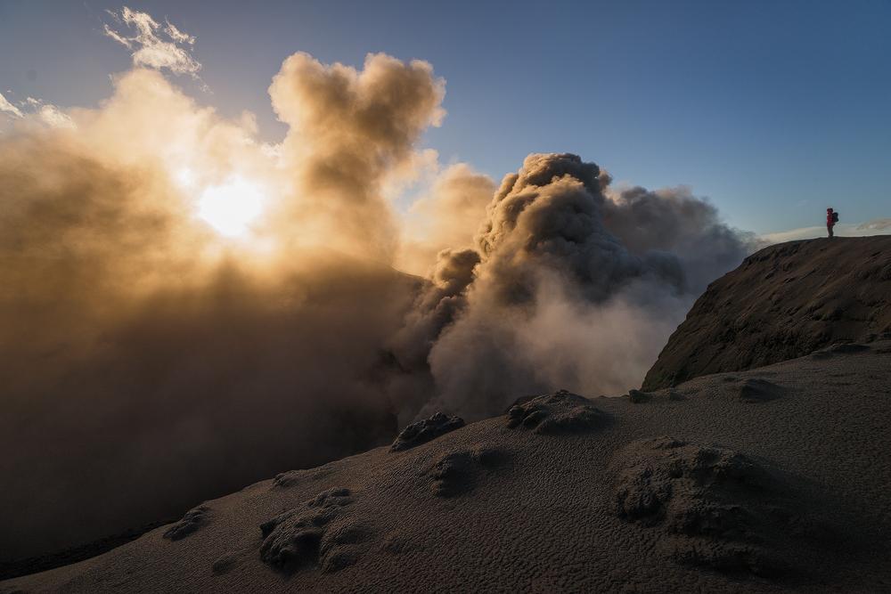 DSC01302-eye_of_volcano_COLOUR-Kopie